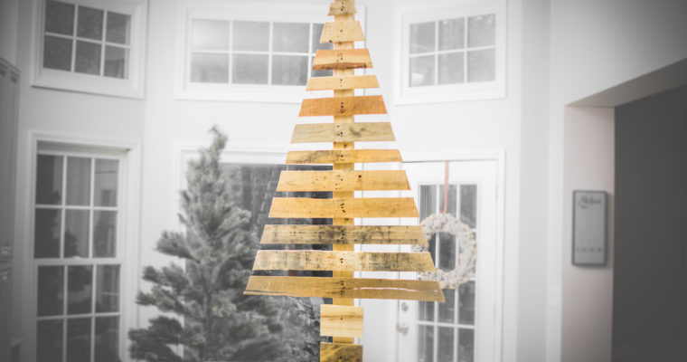 How to Build a DIY Pallet Christmas Tree