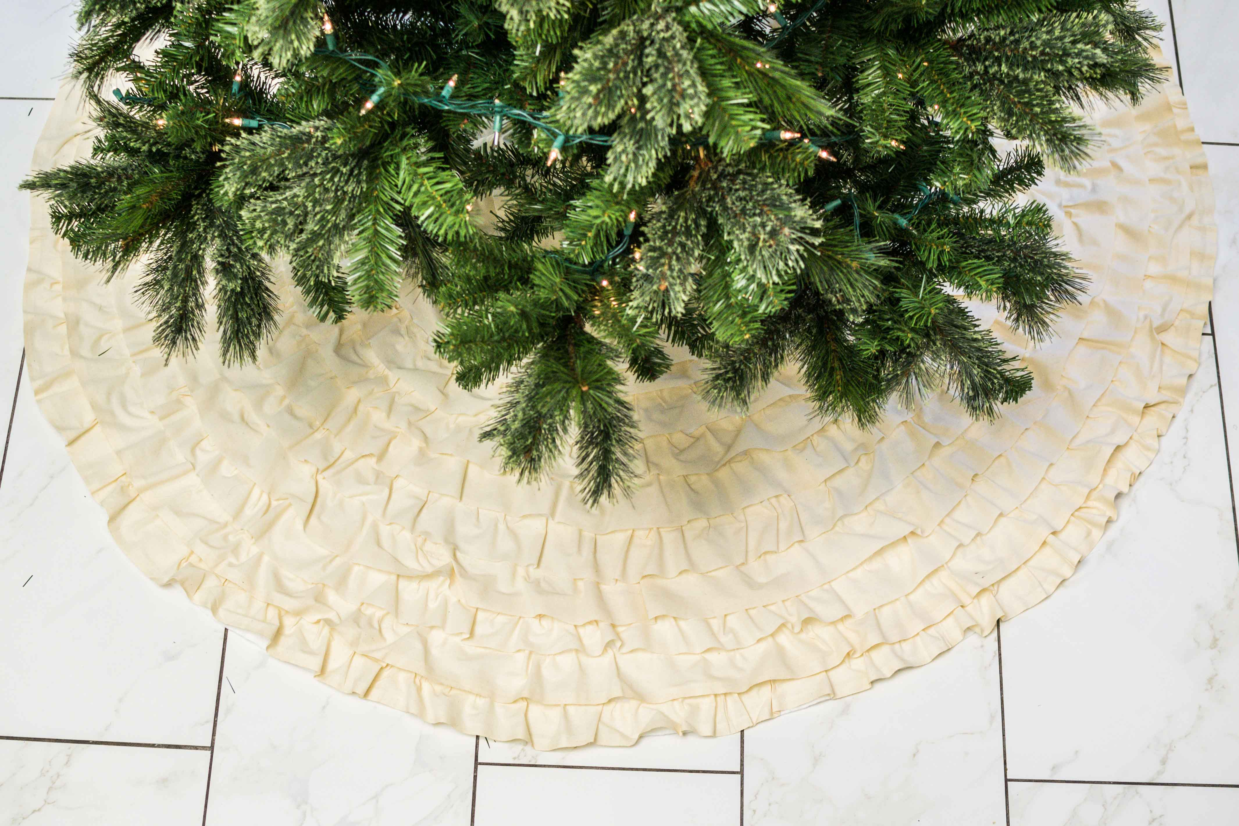 No-Sew Ruffled Christmas Tree Skirt (DIY Tutorial)