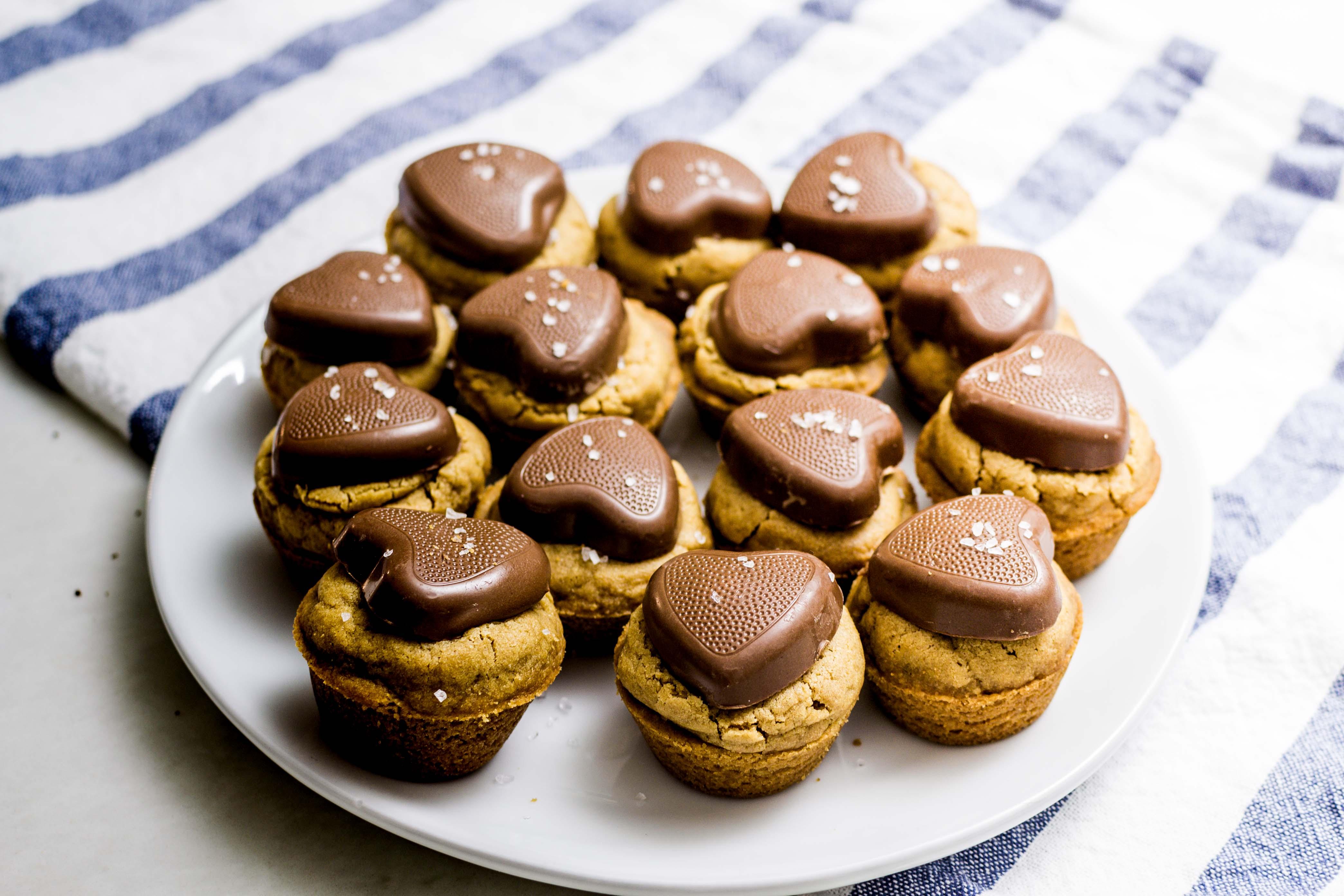 Salted Reese's Peanut Butter Blondie Cups Dessert Recipe