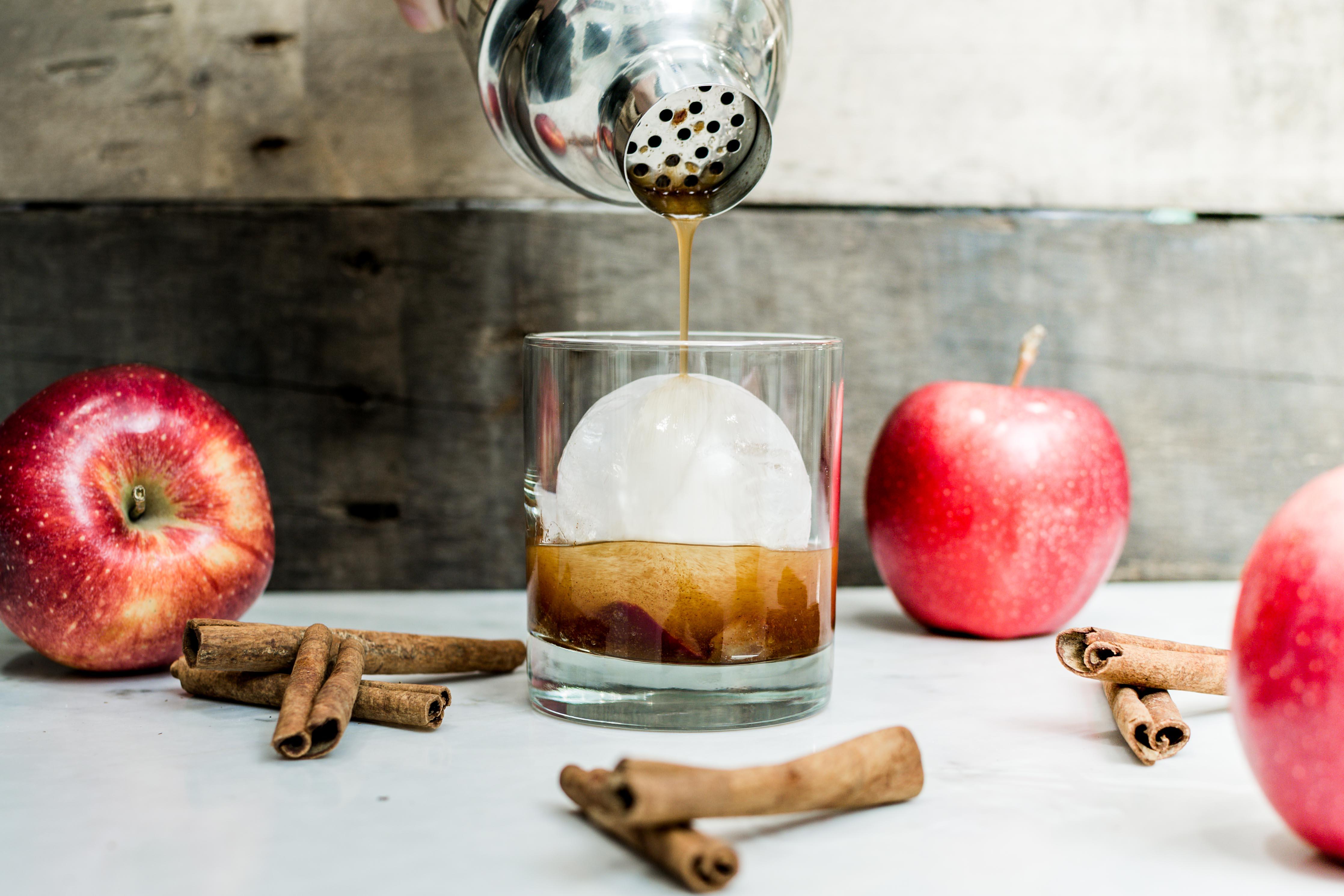 Apple Cinnamon Old-Fashioned Cocktail Recipe