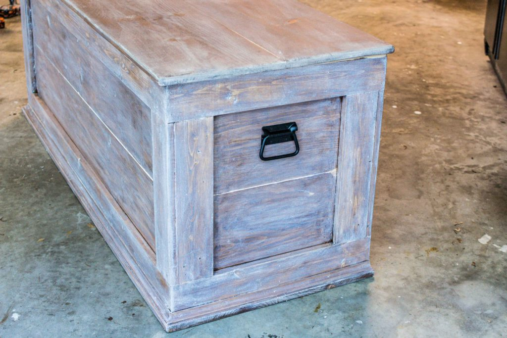 How To Build An Easy Diy Bedroom Storage Chest For Blankets
